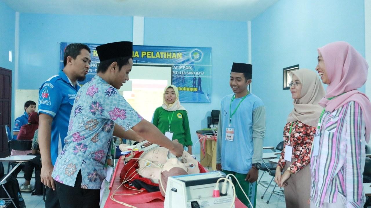 Tingkatkan Kompetensi Lulusan, STIKes Hafshawaty Gelar Pelatihan Penanggulangan Penderita Gawat Daru